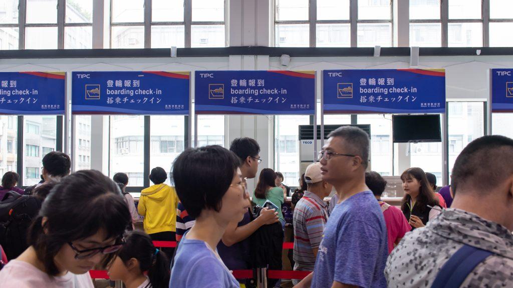 2019-09-04 太陽公主號五日遊 報到排隊登船
