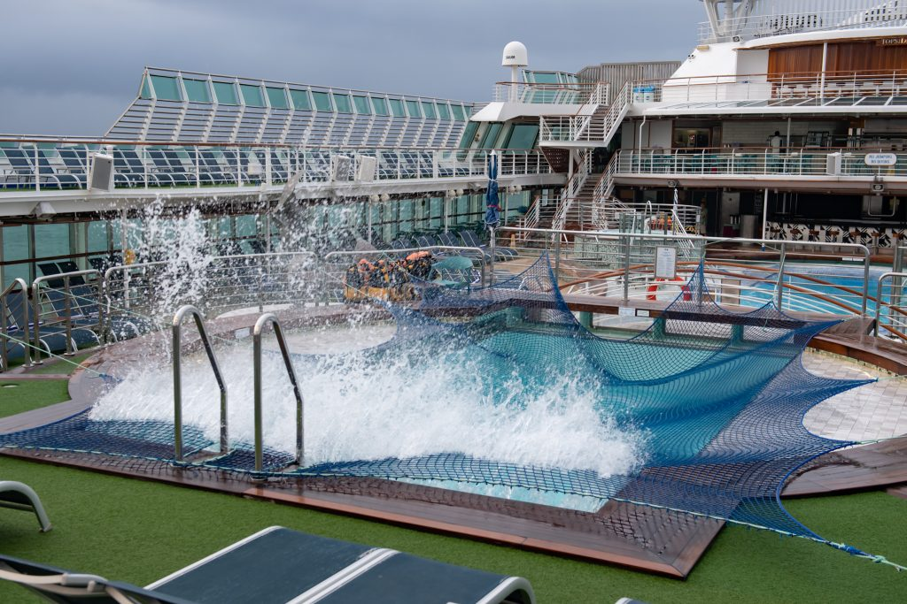2019-09-05 太陽公主號五日遊 船很晃讓泳池的水都
